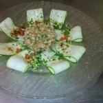 Calzone maison.. Tartare de saumon sur lamelles de courgettes...
