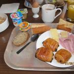le petit déjeuner insipide et industriel avec le même choix identique chaque jour