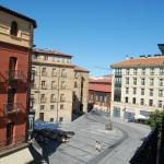 Vista desde la habitación del segundo piso hacia la entrada de la Plaza Mayor