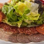 Disponemos de todo tipo d'ensaladas. Como la Catalana por ejemplo...