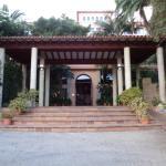 Hotel Eingang am Tag