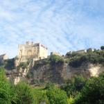 Vue du Château de Beynac depuis le camping
