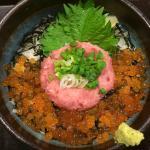 ข้าวหน้าไข่ปลาและ Maguro สับ
