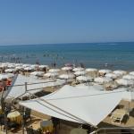 La spiaggia  dell ' albergo d ' estate