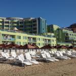 Вид отеля со стороны пляжа