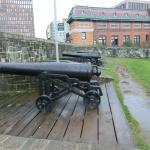 砲兵公園の城壁に設置された対応