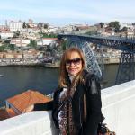 Rio DOURO.De um lado o Porto. Do outro, Vila Nova de Gaia. No meio das duas cidades, o rio Douro