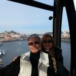 Teleférico em Porto.Caminhar pela beira do rio Douro, avistando os rabelos, frente à Ponte D. Lu