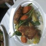 Zander im Kartoffelmantel, Gemüse, Kräutersauce