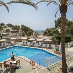 Swimmingpool terrace. Bar terrace. Solarium. Beach