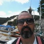 Fica a extamente 5 minutos  à pé da Praia de Ponta Negra, próxima ao Cartão Postal do Local , qu