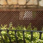 Сосед сбоку  - насос бассейна, работающий круглые сутки (рядом с 511 и 512 номерами)