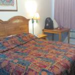 Foto de Travelers Inn & Suites