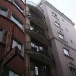 ширина комнаты равняется ширине отеля