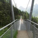 hangbrug op een wandeling in de buurt