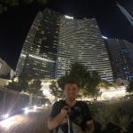 Vista nocturna de la torre del Hotel