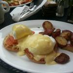 Salmon benedict - tasteless hollandaise