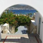 escalier menant piscine, plage et restaurant