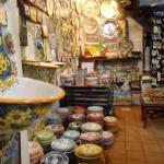 e... mais cerâmicas, muito colorido..