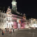 Praça Central, à noite