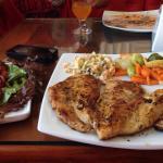 Delícia de almoço! 😋 Peito grelhado, ovos, salpicão, legumes e salada.👏🏼👏🏼👏🏼👏🏼