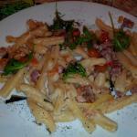 Pasta fresca con zucchine pancetta menta scaglie di parmigiano e salvia