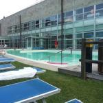 La piscina esterna con acqua sulfurea