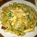 fried noodle with bean sprout n lapchong