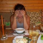Моя подруга не знает как всё съесть ))))