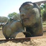Σύγχρονη τέχνη μέσα στο αρχαίο περιβάλλον