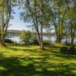 The main yard of Tally Ho Lodge looking toward the lake
