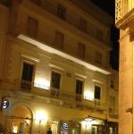 HOTEL notturno esterno
