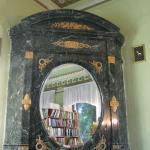 камин в комнате Зинаиды Ушковой