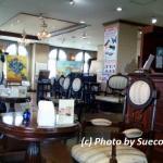 落ち着いた雰囲気のカフェ店内