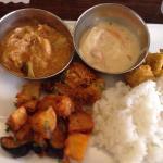 Lunch buffet 1,000 yen includes naan as well