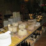 Το κελάρι με τα τυριά και τα κρασιά