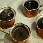 Кофе на песке. Говорят, одно из лучших кофе в Киеве.