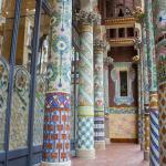 Columnas del balcón de la fachada principal