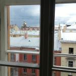 Вид в окно из последних номеров 4-го этажа