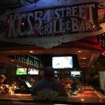 54th Street Grill & Bar environment is nostalgic and sporty. I give it 5 stars for the food and