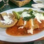 Enchiladas rojas y verdes (desayuno)