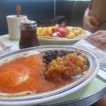 Huevos Rancheros y Pancakes