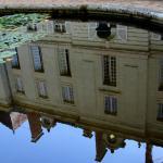 Reflet du chateau dans le miroir d'eau . . .