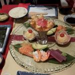 Une décoration toute simple. Un apéritif servi avec spécialités japonaises.  Un repas super frai