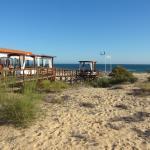 Acceso a Praia Verde con el Chiringuiro de calidad Pececitos en La Arena y del buen restaurante
