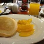 朝食 量が足りません