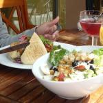 Chapata y ensalada césar