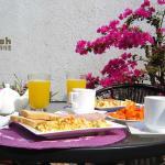 Sorprende a tu pareja con un desayuno especialmente preparado para empezar un día inolvidable.