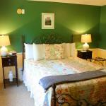 ROOM 102 • SNOWFLAKE ROOM ...sleep well in this queen bed with Vermont green walls. Private bath