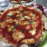 Zeer lekkere huisgemaakte pizza, echte aanrader!! Very good homemade pizza, you should really tr